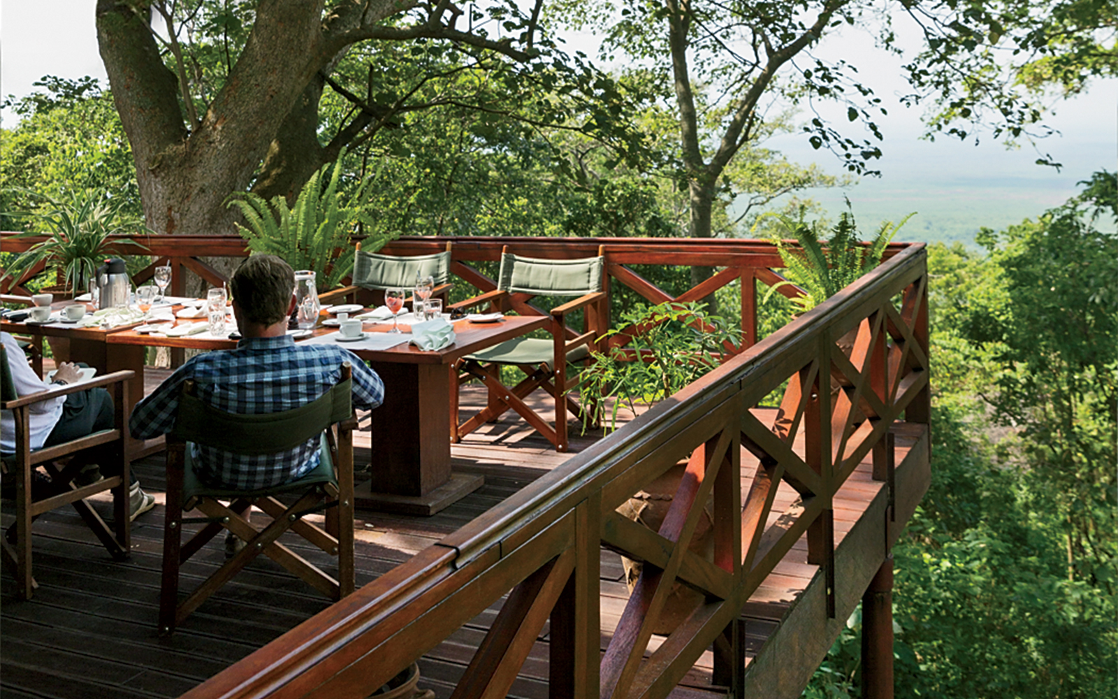 Lunch on the veranda at Mikeno Lodge
