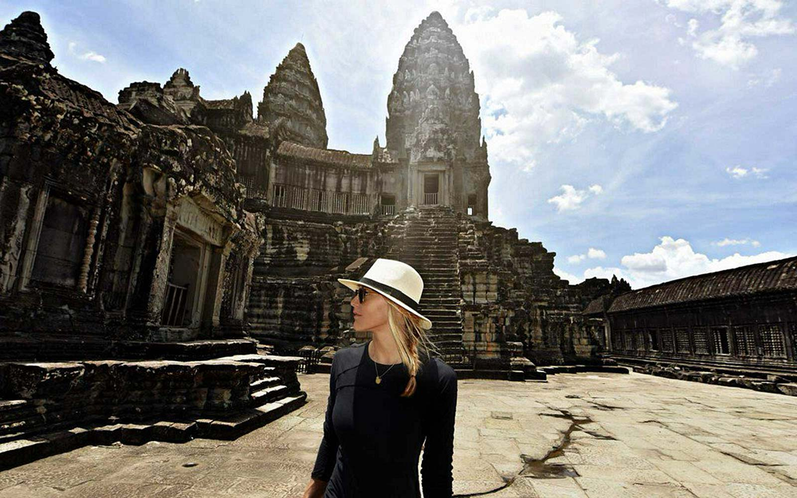 Cassie De Pecol Becomes First Woman to Visit Every Country
