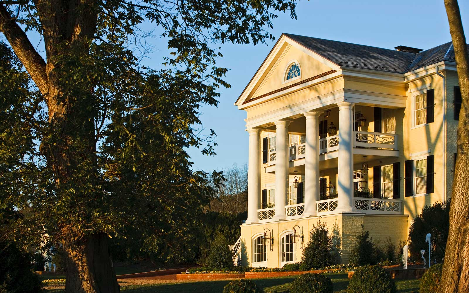 Save $200 on a Stay at the Inn at Willow Grove in the Heart of Virginia Wine Country