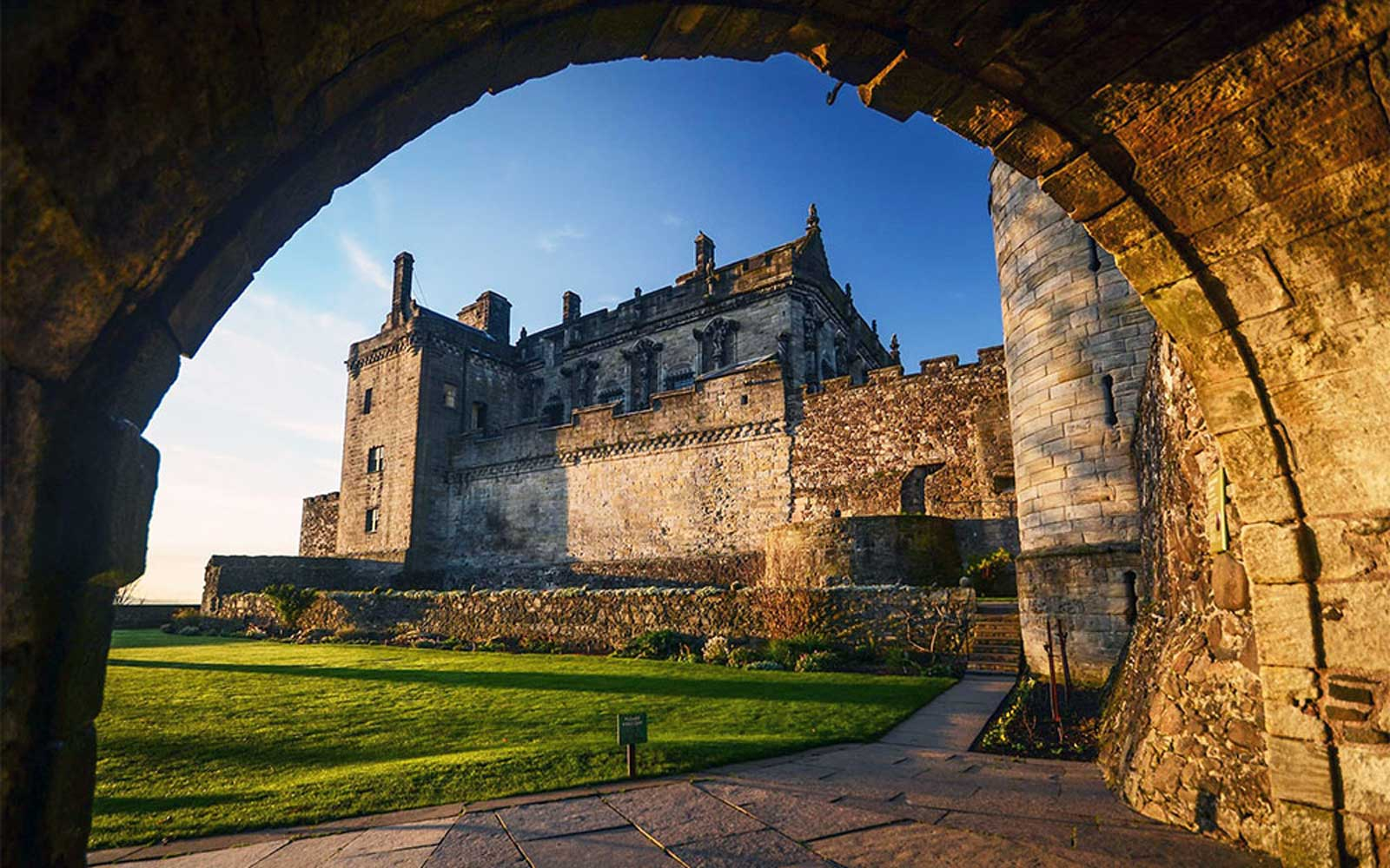 Save 30% on an 8-day Castle Tour in Scotland