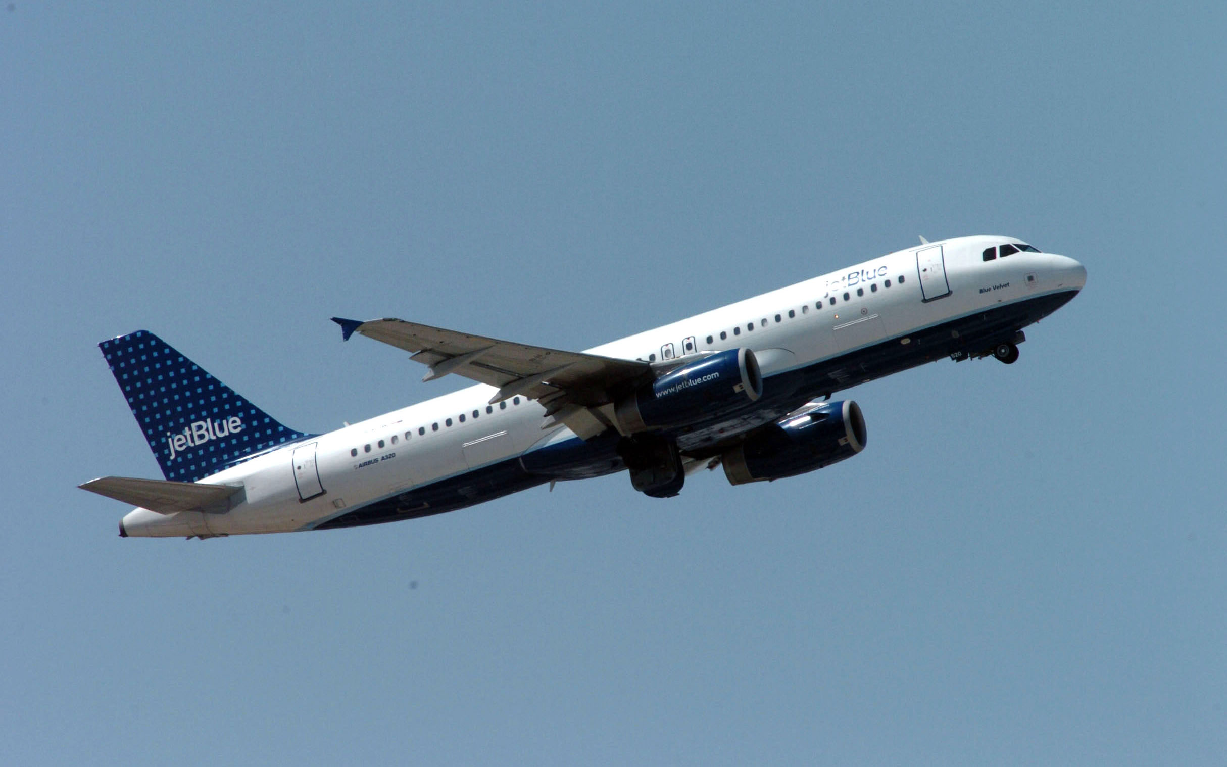 A JetBlue Flight Had to Turn Around After an 'Unusual Odor' Was Detected On Board