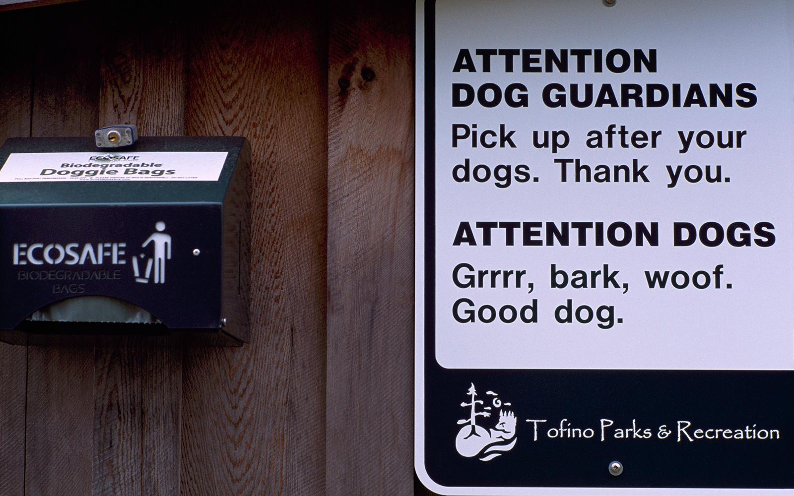 201209-w-funniest-signs-dog-bags