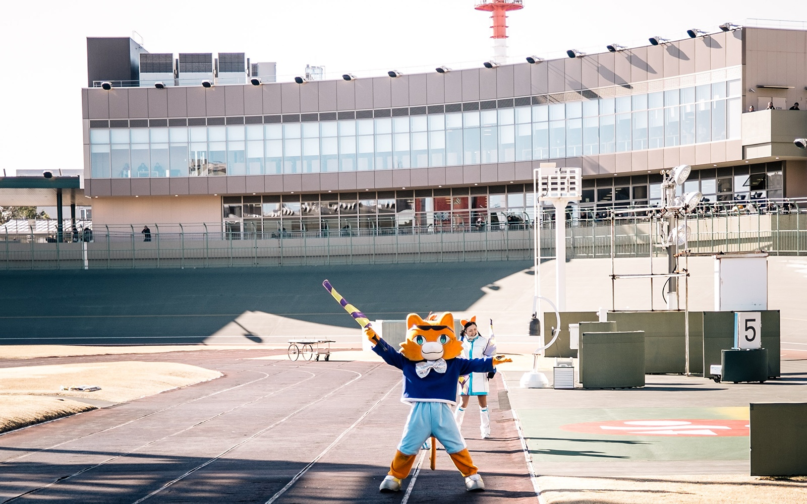 Mascots announce the arrival of the racers witha dance routine