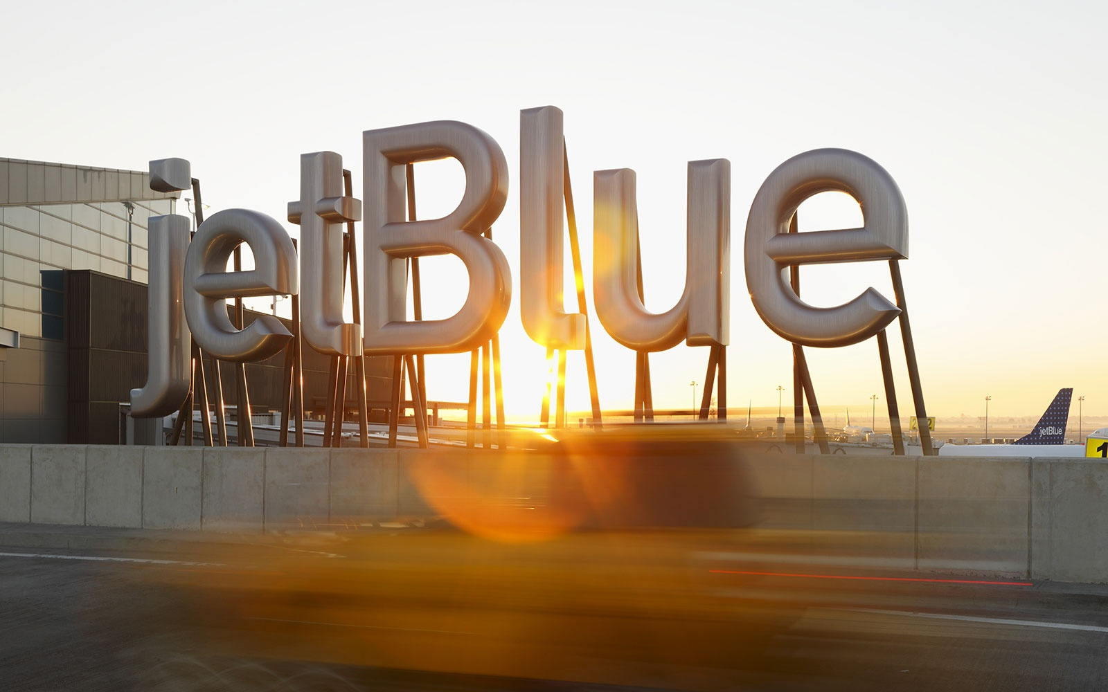 JETBLUE0615-baggage-fees