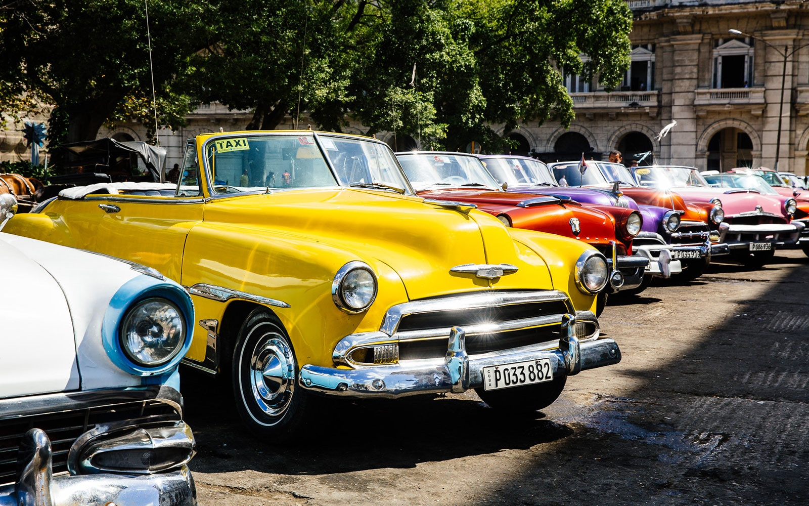 """In Havana: """"Shop"""" for the Classic Car of Your Dreams"""