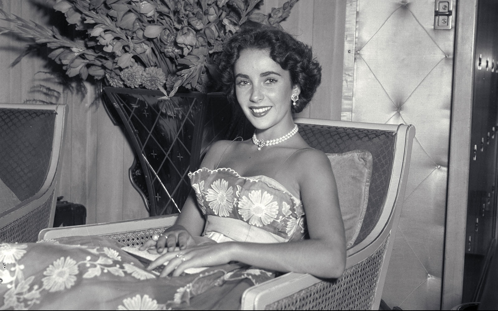 CUNARD0715-Liz_Taylor_in_evening_dress_10705.jpg