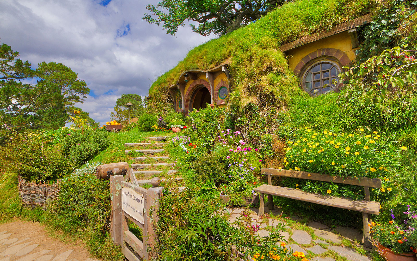 Hobbiton Movie Set Tour in New Zealand