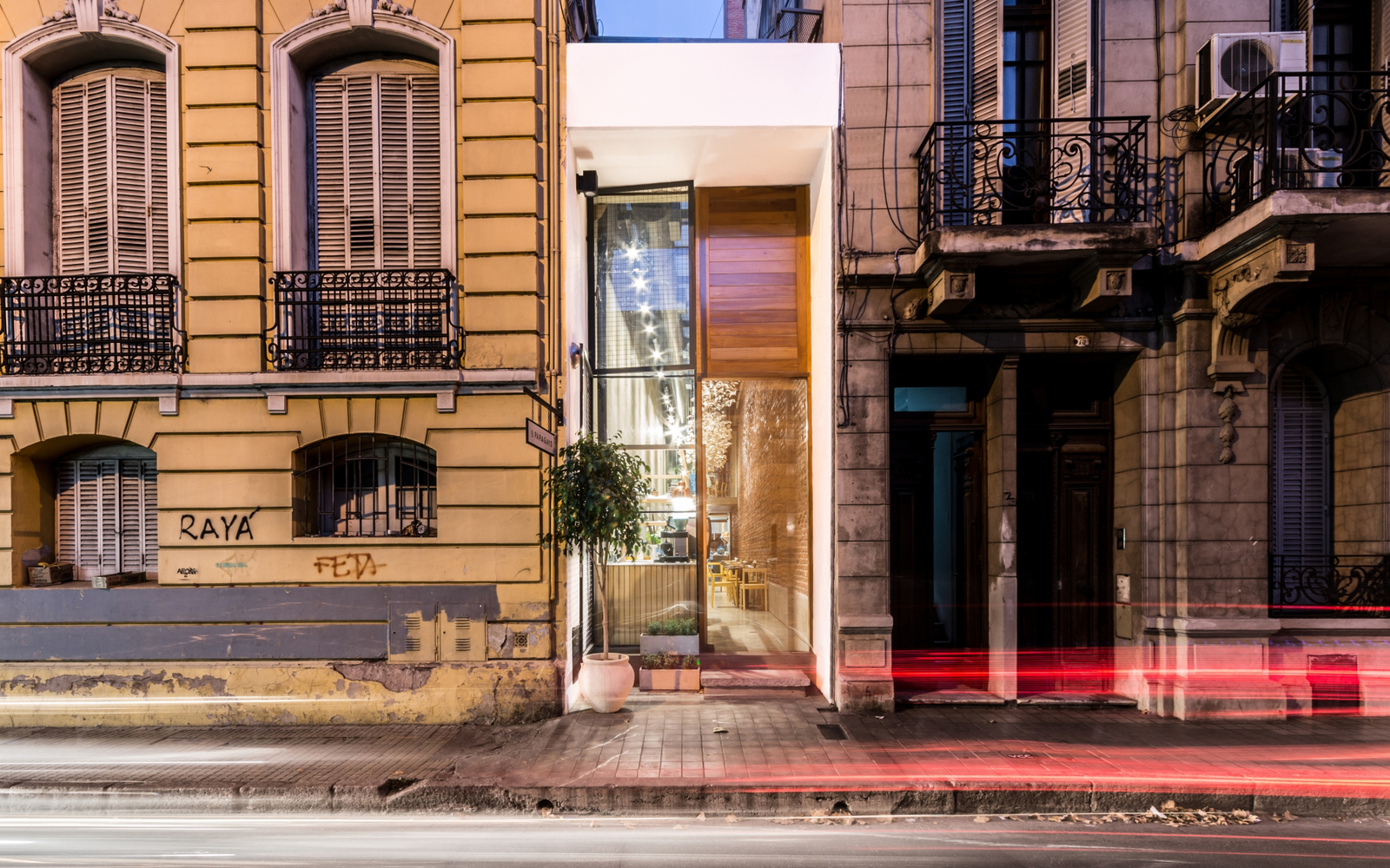 Is This the World's Narrowest Restaurant?
