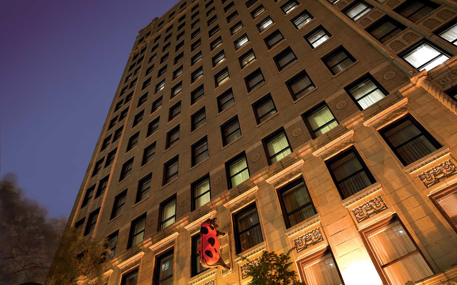 Chicago hotels with beautiful architecture travel leisure for Chicago hotel accommodation