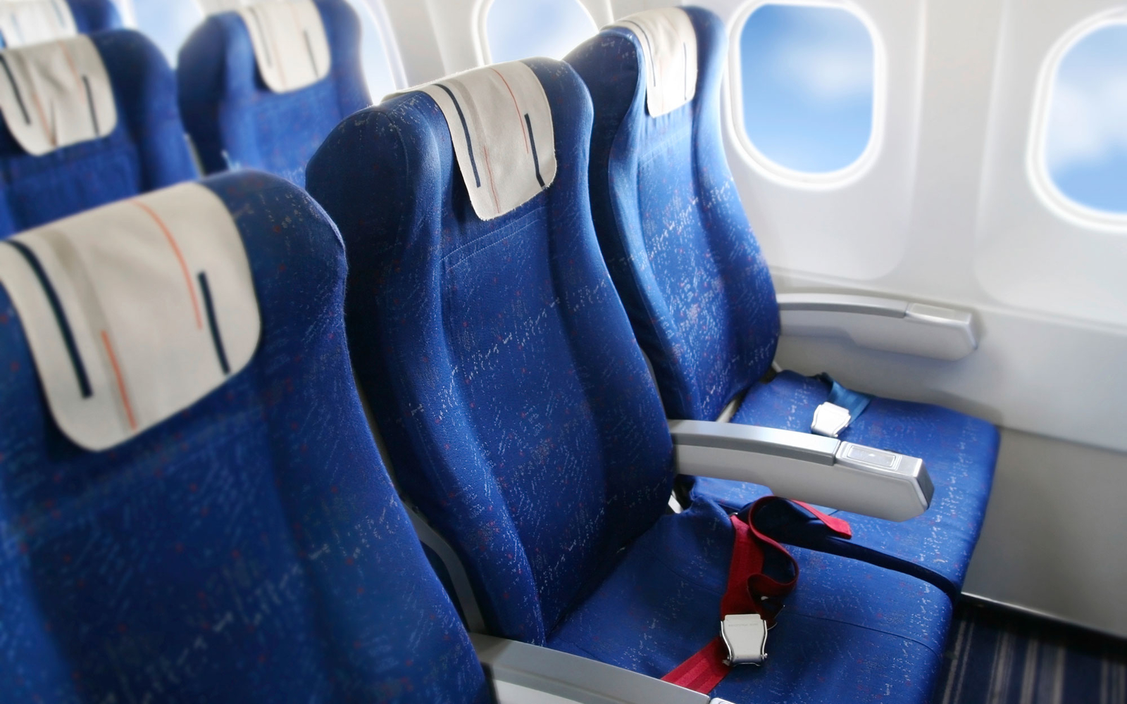 things that make the middle seat an actual perk travel leisure how to make the middle seat feel exclusive according to one design firm