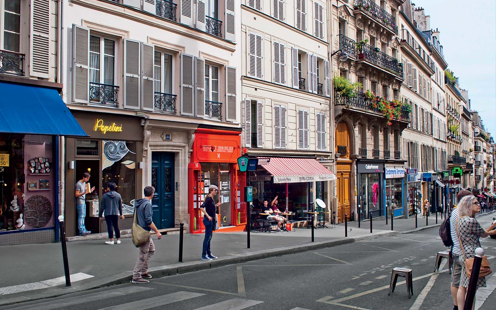 A world in one street rue des martyrs in paris travel for Miroir rue des martyrs