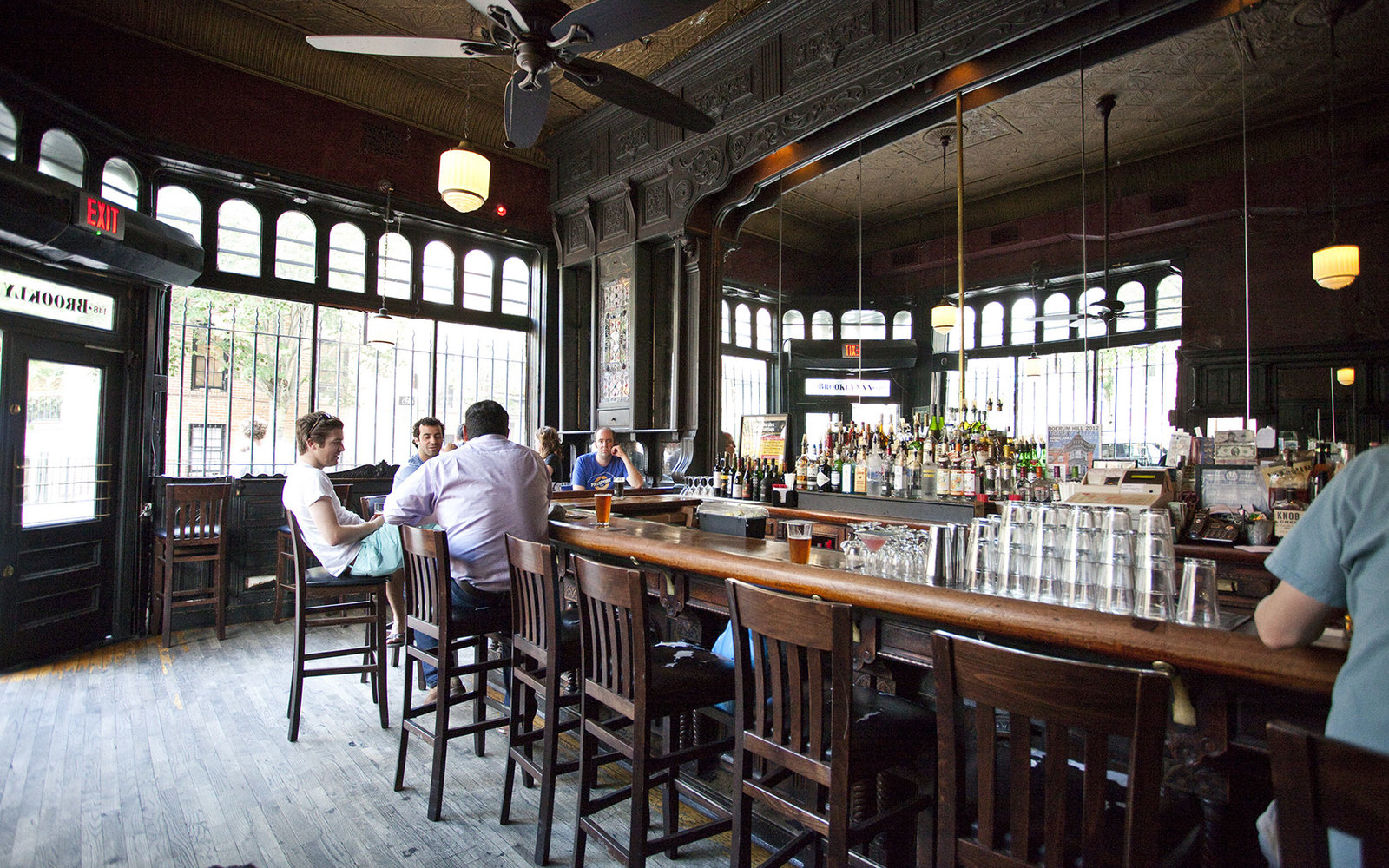New York S Best Old School Restaurants And Bars Travel