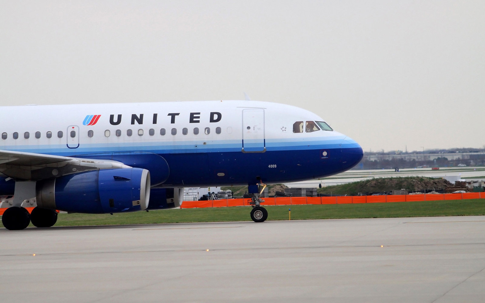 United Plane Lands Safely After Ceiling Panels Fell Off Mid-Flight