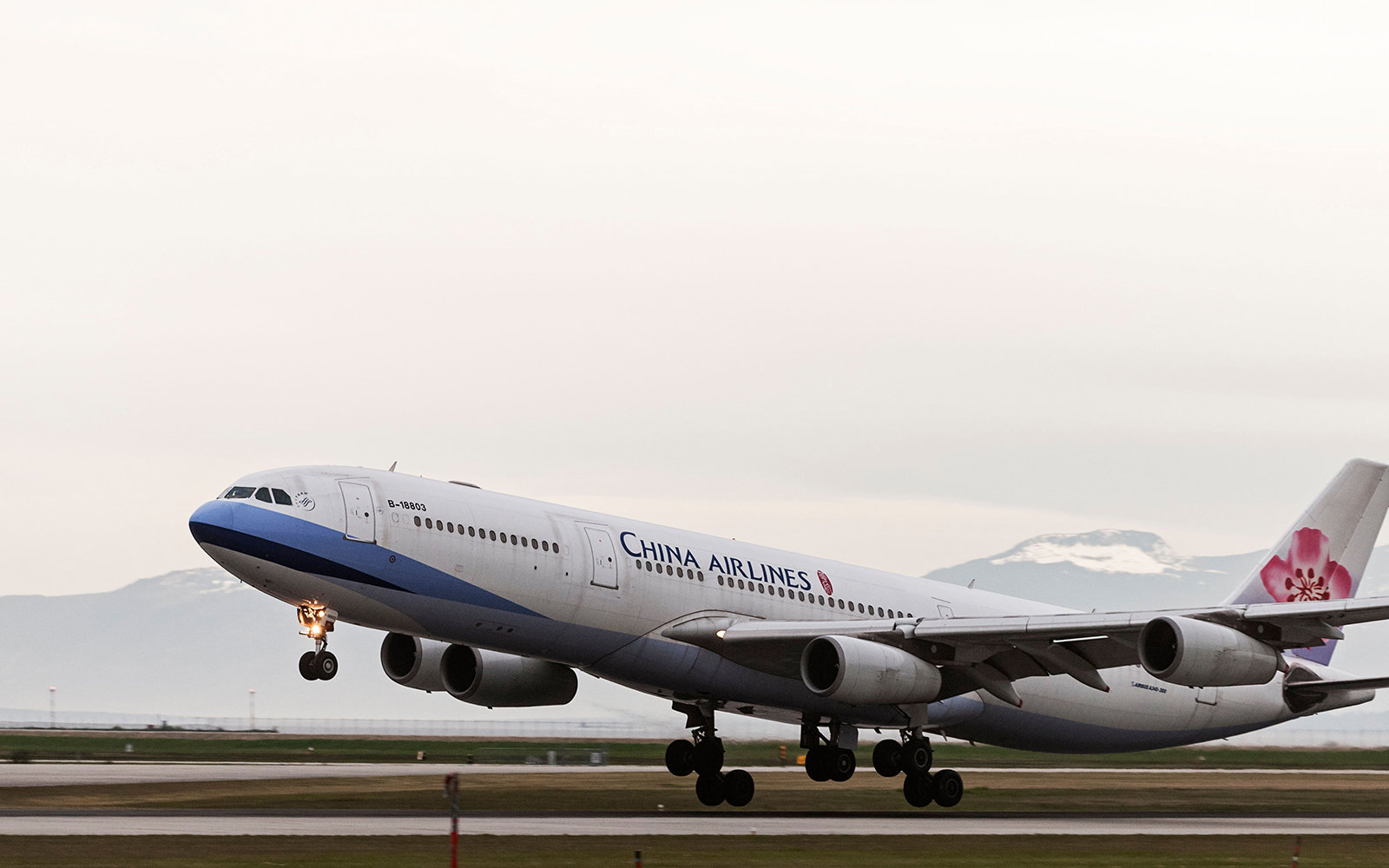A China Airlines Airbus A340-300 (B-18803) jetliner lands at Vancouver International Airport.