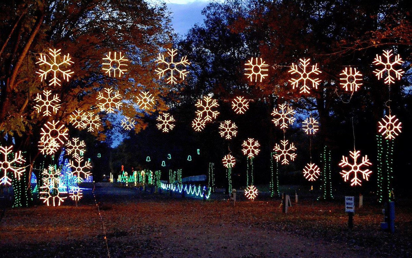 christmas in nashville christmas in nashville courtesy of jellystone park - Jellystone Park Nashville Christmas Lights