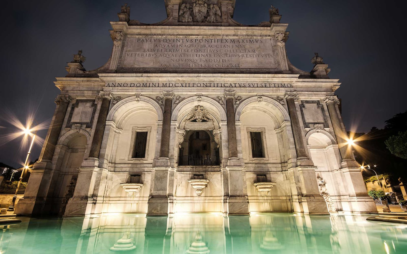 Fontana dell'Acqua Paola at night