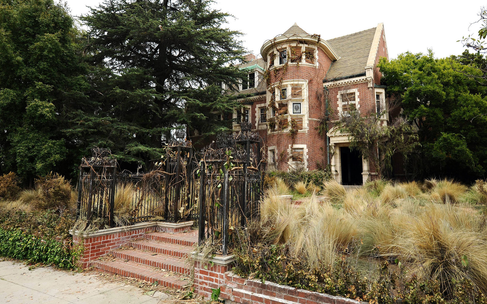 Visit TV Show Locations American Horror Story Murder House Rosenheim Mansion LA