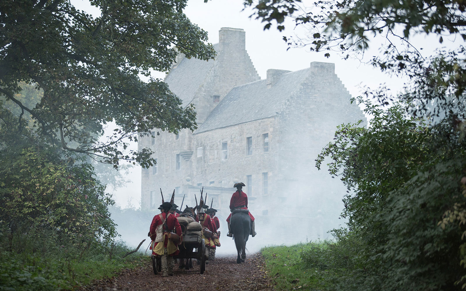 Visit TV Show Locations Outlander Lallybroch Midhope Castle Scotland