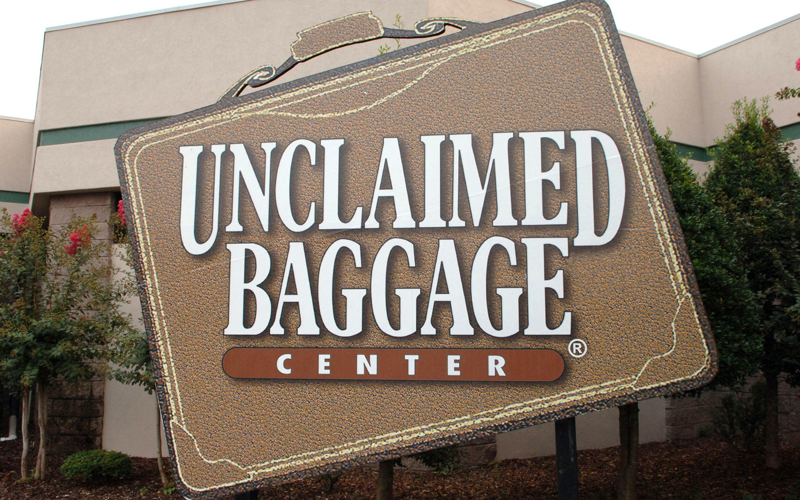 Weird Roadside Attractions America Unclaimed Baggage Center Alabama