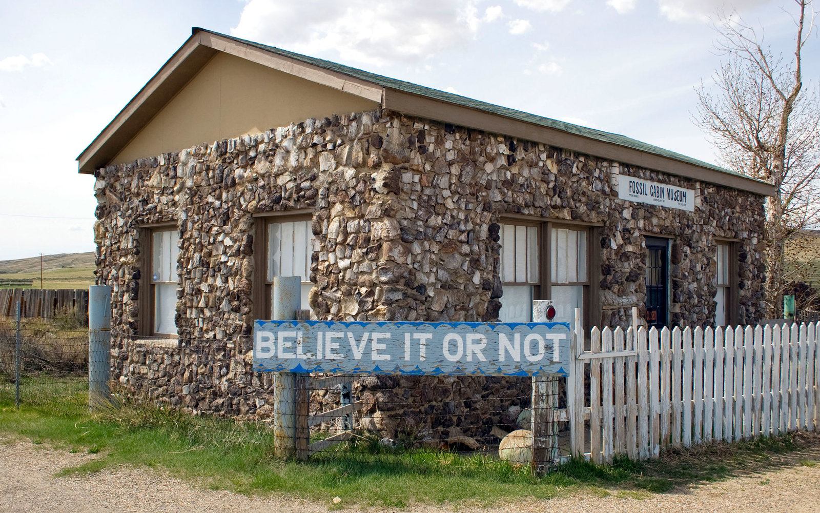 Fossil-Cabin-Wyoming-ROADSIDE1215.jpg