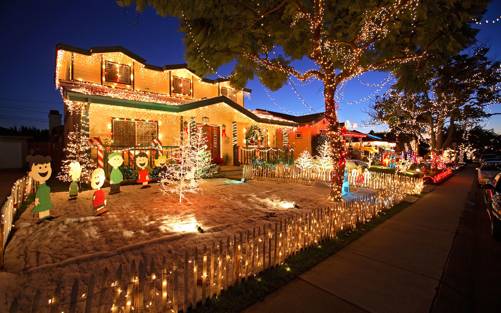 ATF28W Candy Cane Lane El Segundo Los Angeles California & The Best Christmas Light Displays in Every State | Travel + Leisure