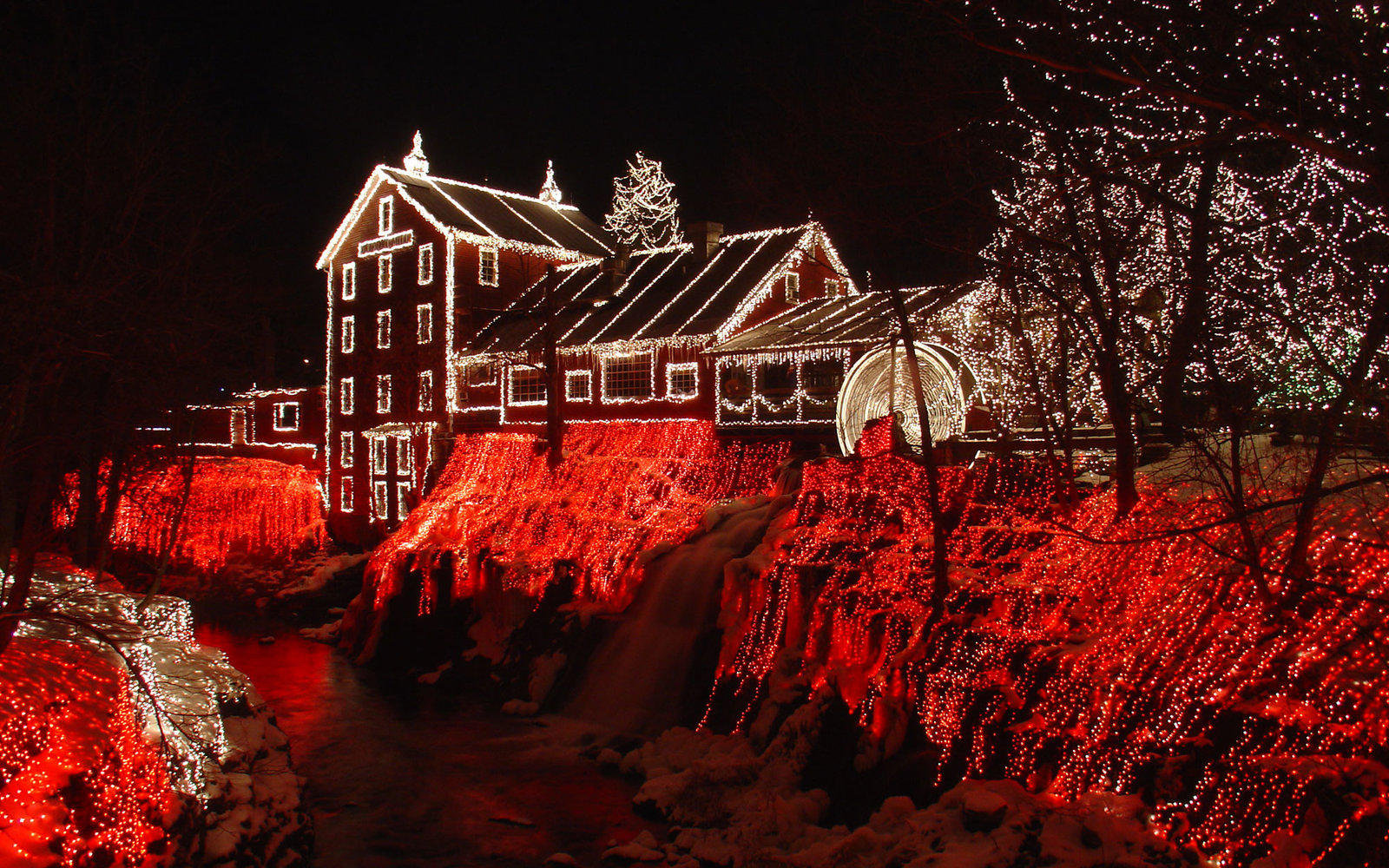 The Best Places to See Christmas Lights in Every State