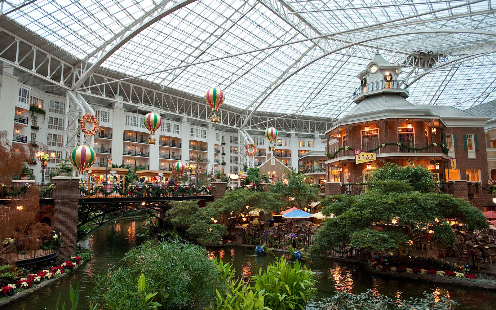F00XXJ Christmas at Opryland's Delta Atrium, Nashville, Tennessee