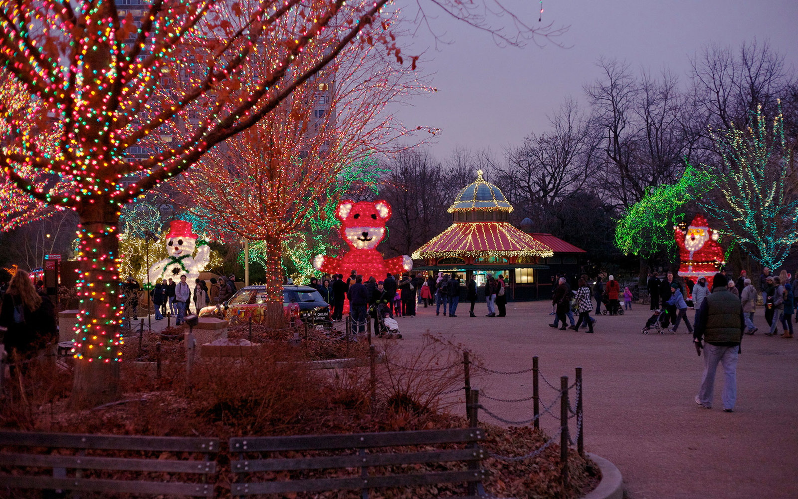 CC5C9T Lincoln Park Christmas Zoo Lights Festival. Chicago, Illinois.