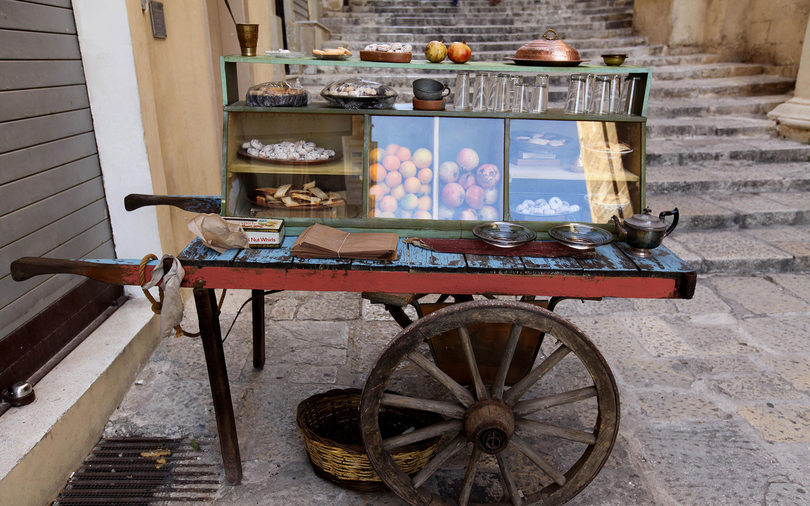 F51F5H A Maltese street Vendor's cart in Valletta selling food