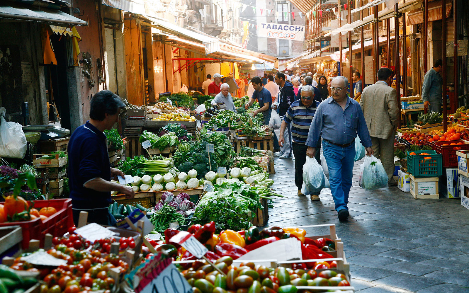 AHM68N Catania s food market near the fish market Catania sicily. Image shot 09/2007. Exact date unknown.