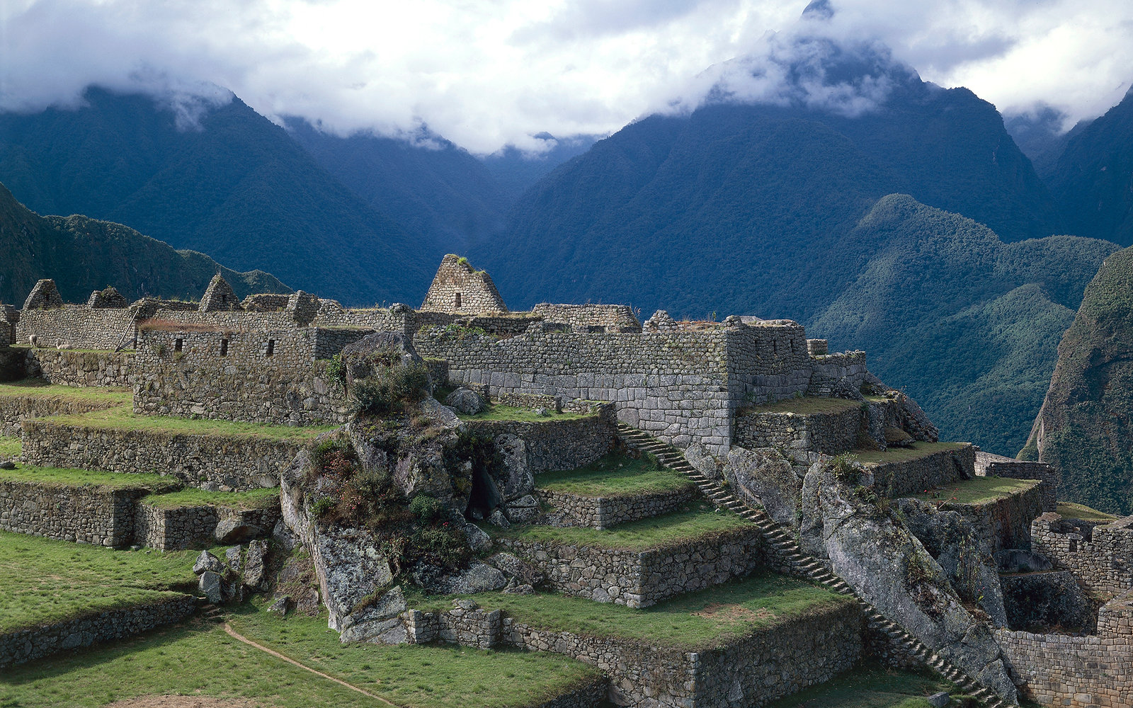 PERU - CIRCA 2003: View of Machu Picchu (Unesco World Heritage List, 1983), Urubamba Valley, Peru. Inca civilisation, 15th century. (Photo by DeAgostini/Getty Images)