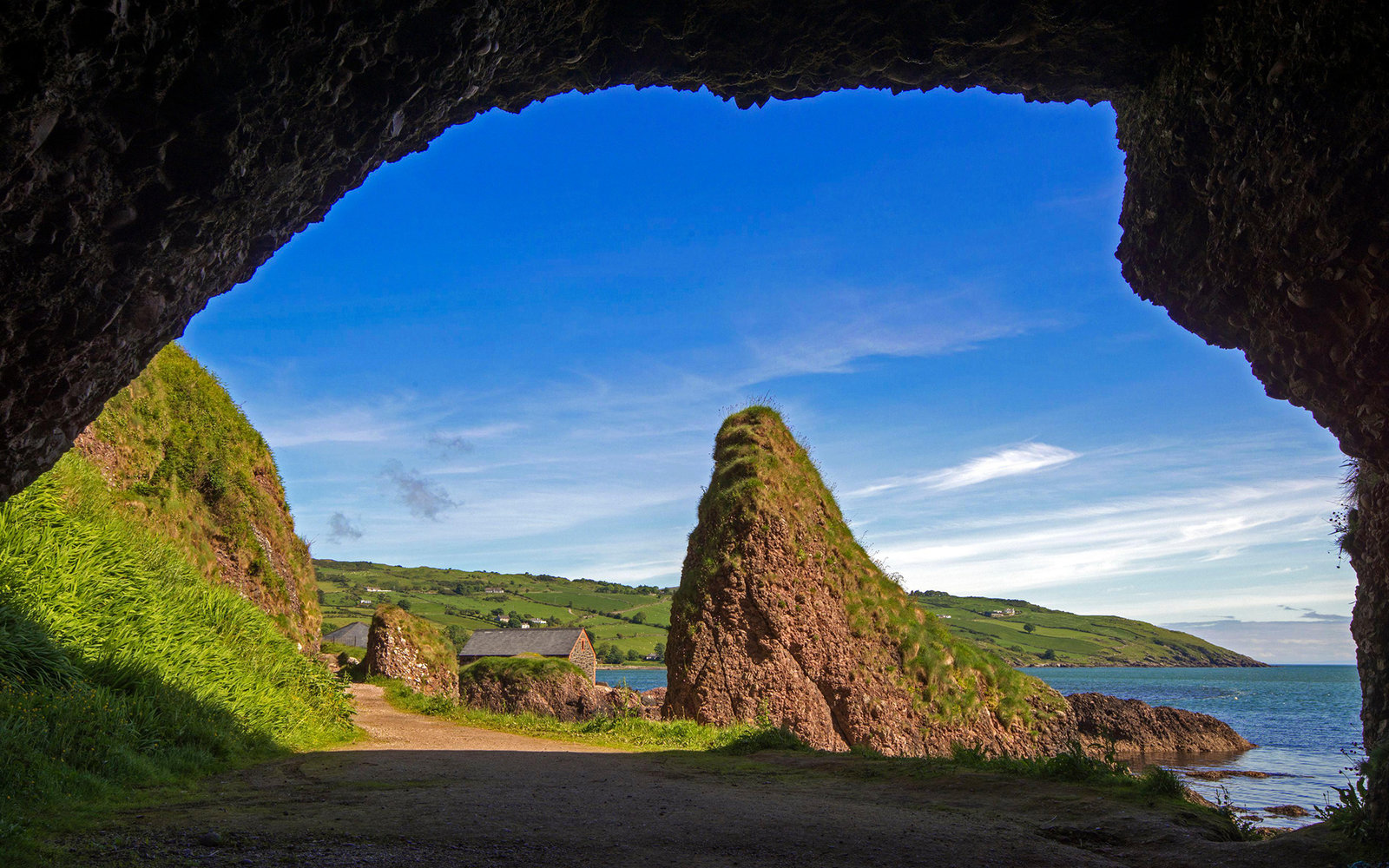 ECJR7K United Kingdom, Northern Ireland, County Antrim, Cushendun, Cushendun caves where sorceress Melisandre gave birth to a shadow baby