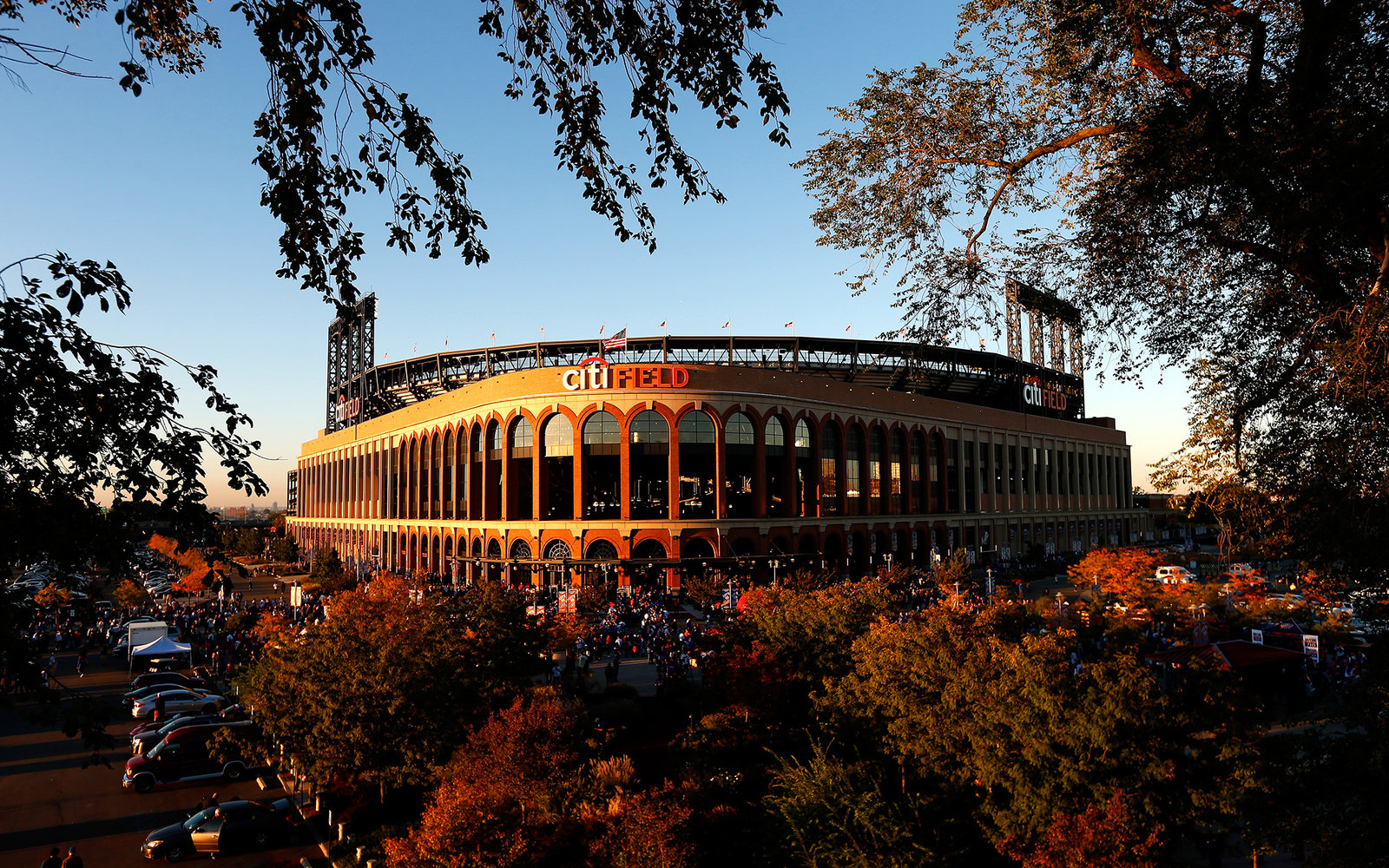 NEW YORK, NY - OCTOBER 12:  New York Mets fans gather outside of the stadium prior to game three of the National League Division Series between the Los Angeles Dodgers and the New York Mets at Citi Field on October 12, 2015 in New York City.  (Photo by Mi