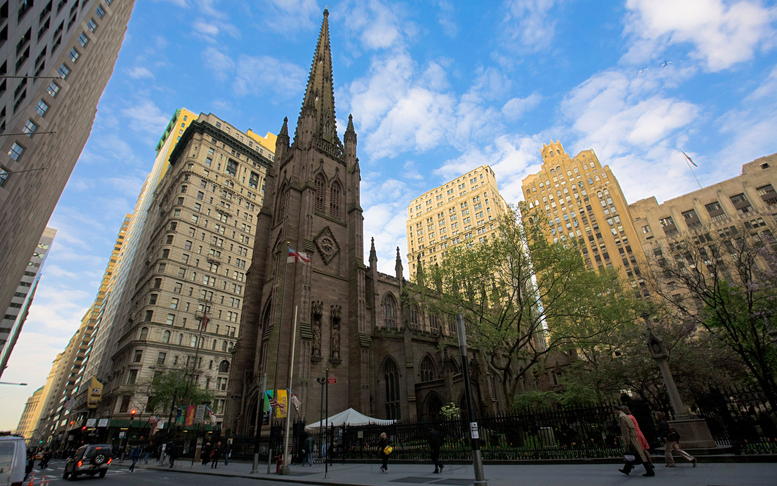 B4571R Trinity Church by Broadway Avenue, Downtown Manhattan, NY, USA