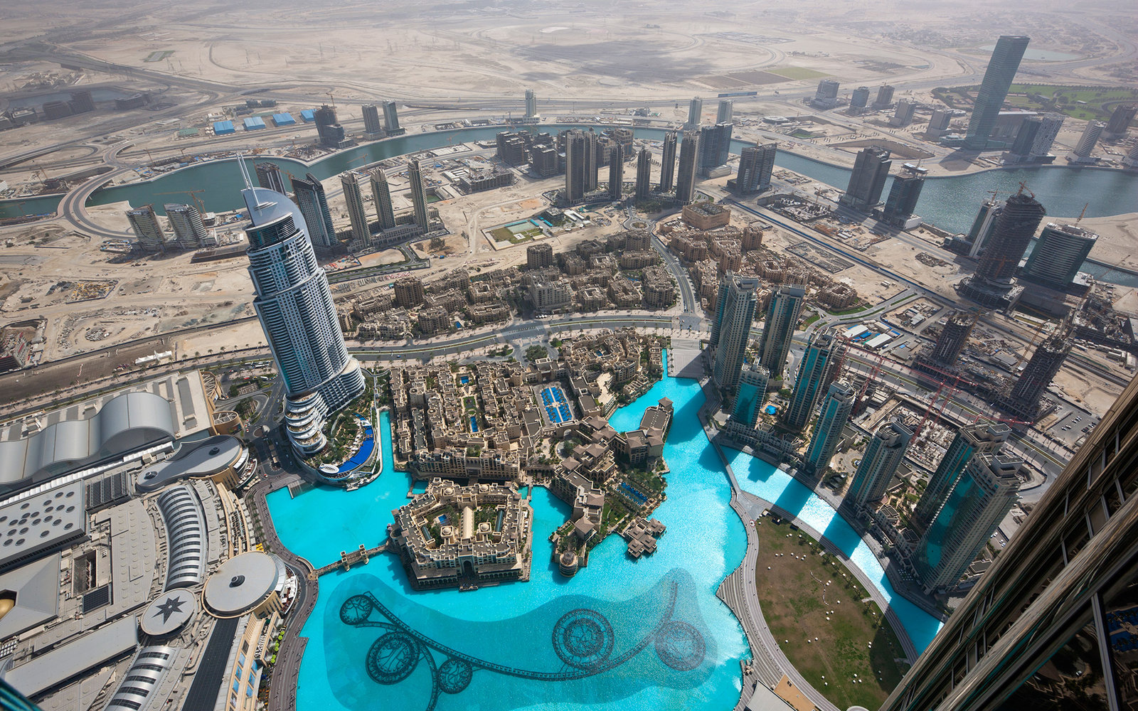Aerial view of Dubai fountain