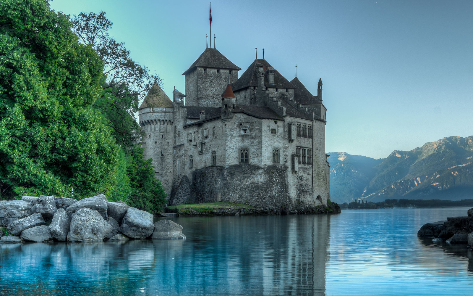 DDF21R HDR imge of Chateau de Chillon