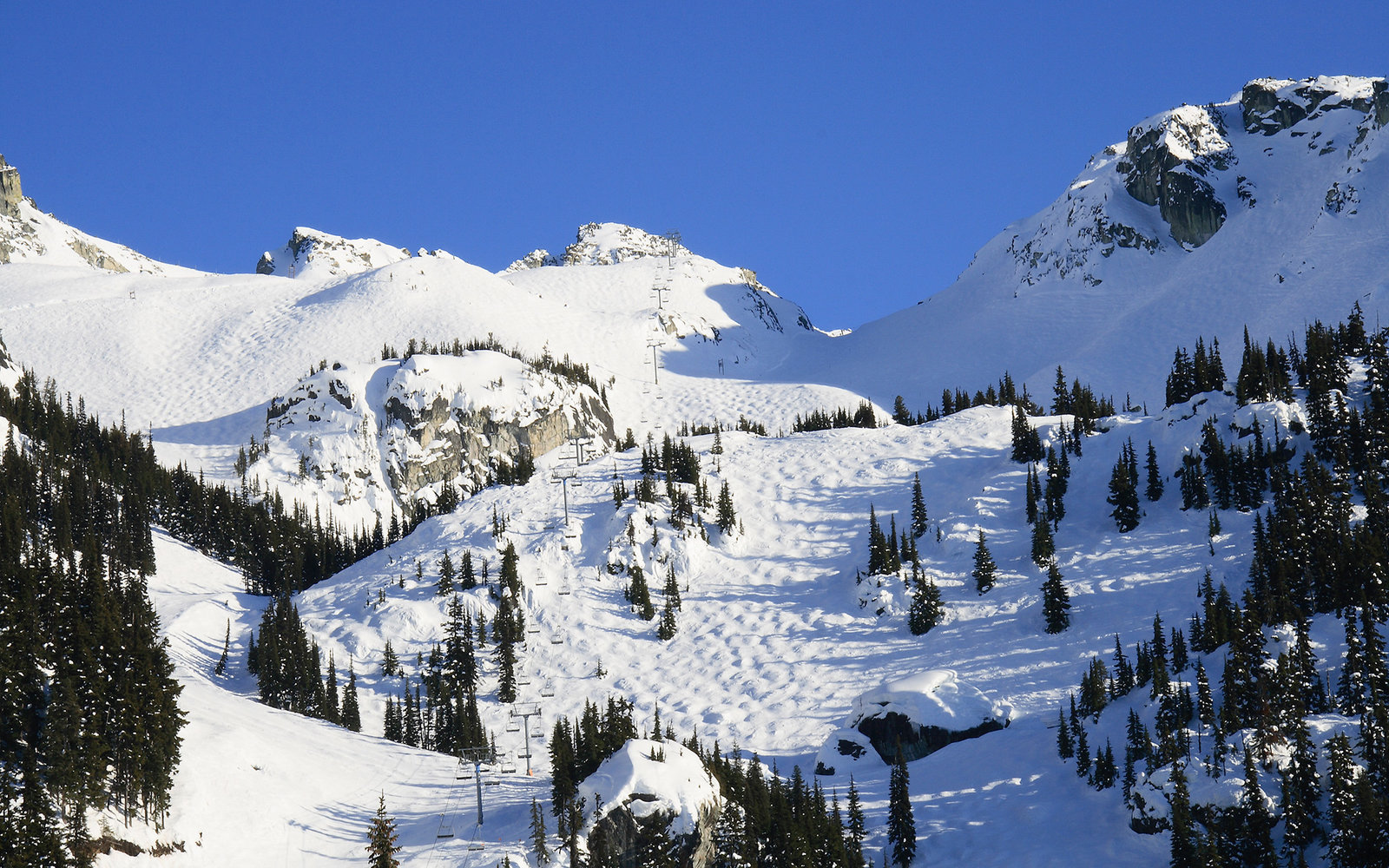 (GERMANY OUT) Canada British Columbia - Blackcomb Mountain, Whistler / Blackcomb, Glacier Express Chairlift, by Glacier Creek Lodge, 2010 Winter Olympic Games, North Americas biggest Ski Resort.  (Photo by Brühl/ullstein bild via Getty Images)