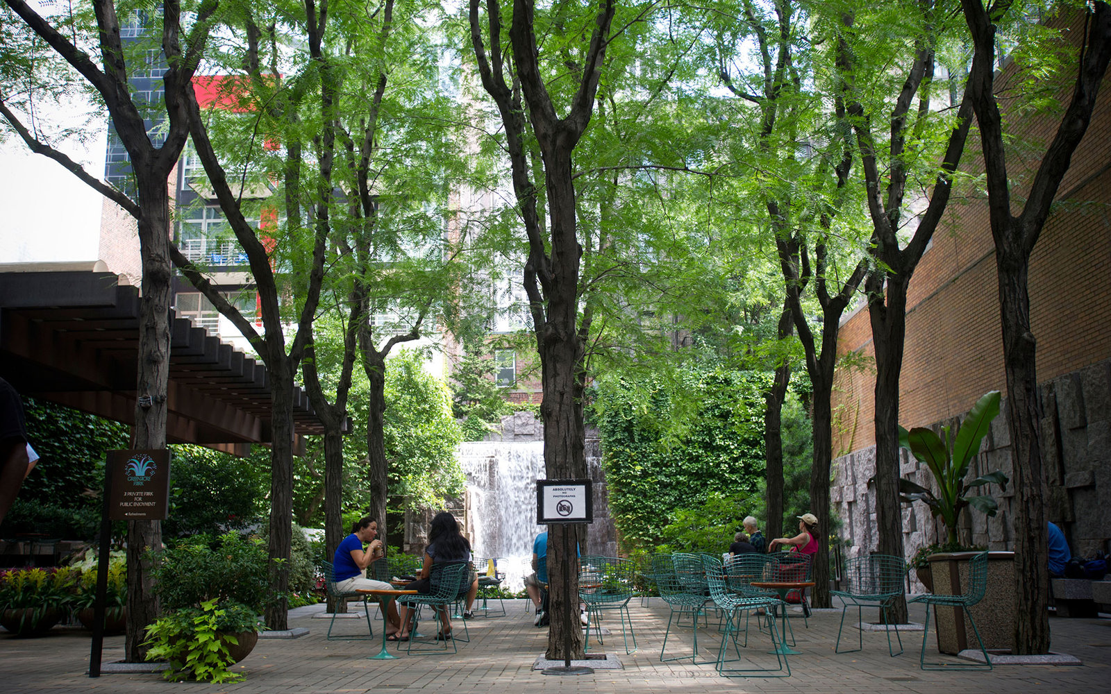 C63WAH Greenacre Park, a vest pocket park on East 51 St. in Midtown in New York on Wednesday, August 10, 2011. (© Frances M. Roberts)