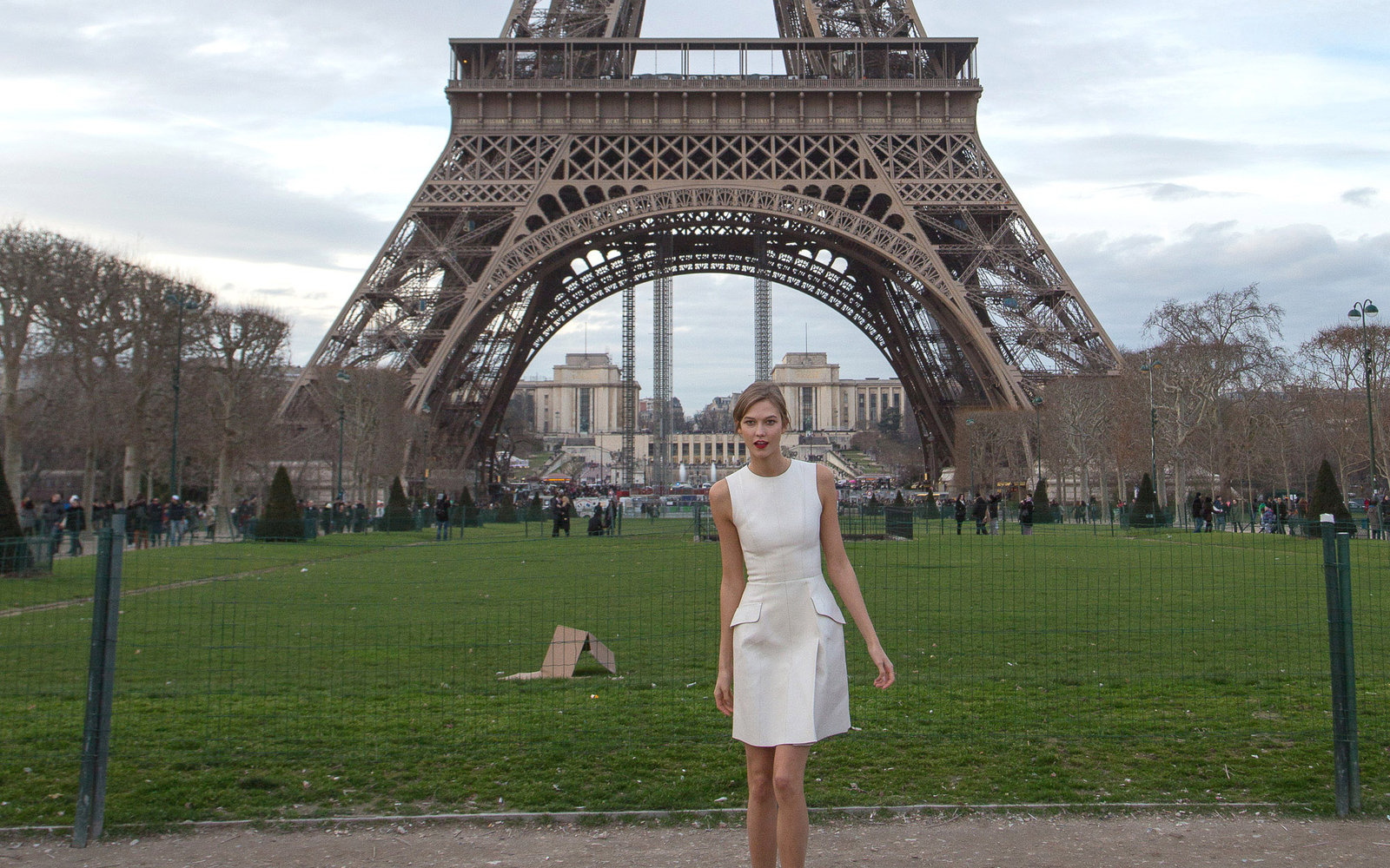 PARIS, FRANCE - JANUARY 18:  (EXCLUSIVE COVERAGE) Model Karlie Kloss sighted at the Eiffel tower on January 18, 2014 in Paris, France.  (Photo by Marc Piasecki/FilmMagic)