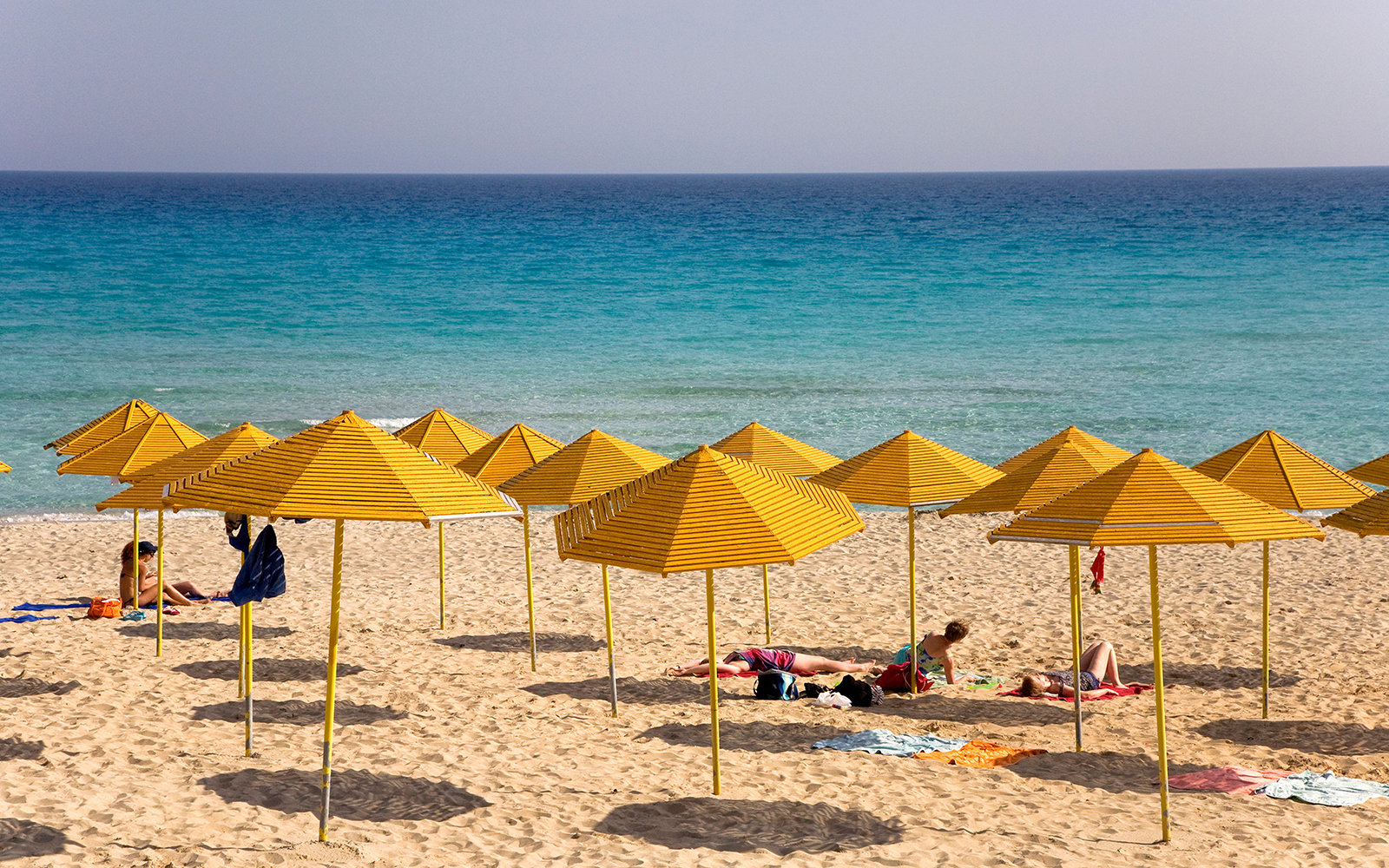 BF5CY9 Nissi Beach, yellow umbrellas, Agia Napa, Cyprus, Greece, Europe