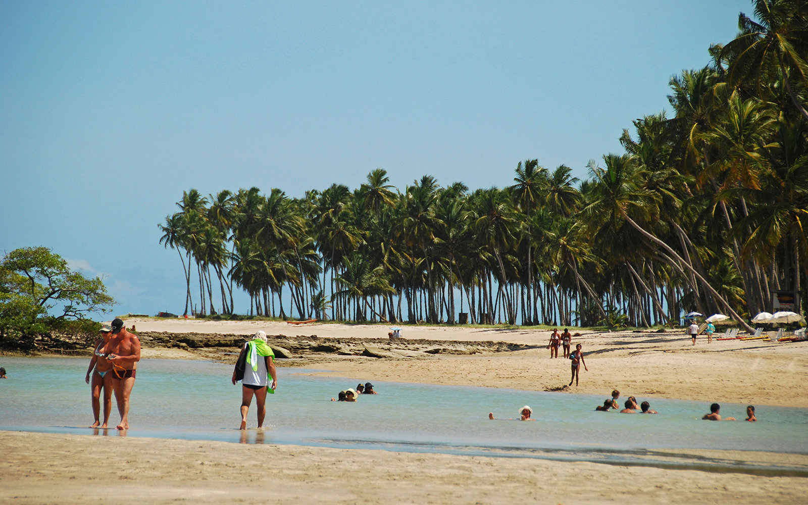 Ct4kh1 Brazil Pernambuco Praia Dos Carneiros Tourists Looking For Natural Pool Fishes At