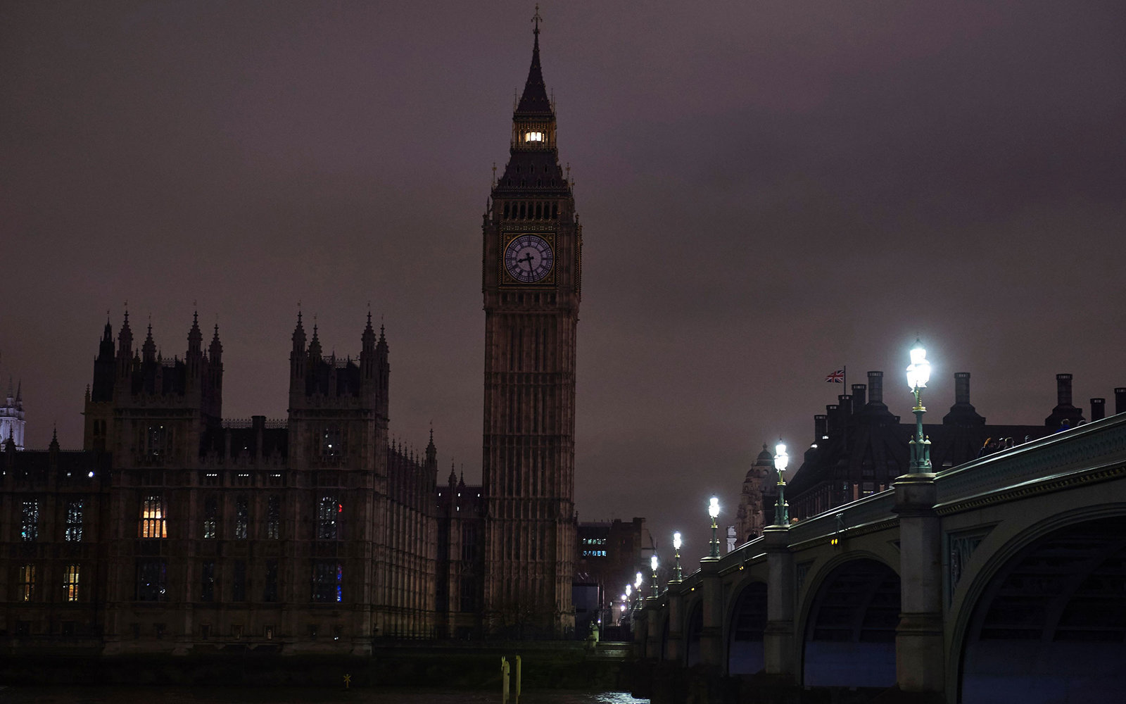 A picture taken on March 19, 2016, in central London, shows Britain's Houses of Parliament after being submerged into darkness for the Earth Hour environmental campaign.
