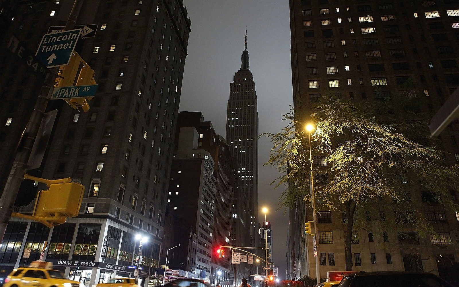 NEW YORK, NY - MARCH 31:  The Empire State Building seen in darkness as part of Earth Hour on March 31, 2012 in New York City.  (Photo by John Lamparski/Getty Images)