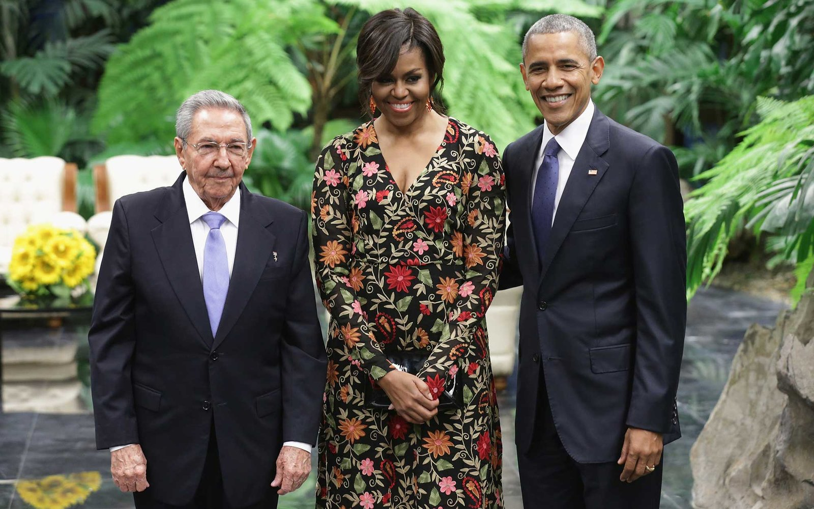 HAVANA, CUBA - MARCH 21:  Cuban President Raul Castro (L) poses for a photograph with U.S. first lady Michelle Obama and U.S. President Barack Obama before a state dinner at the Palace of the Revolution March 21, 2016 in Havana, Cuba. March 21, 2016 in Ha