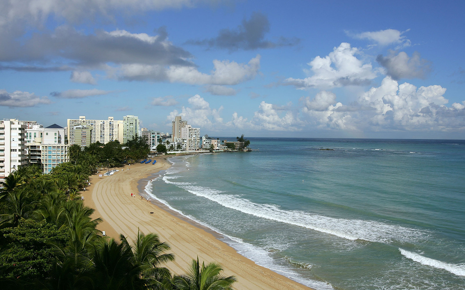 SAN JUAN, PUERTO RICO - SEPTEMBER 23:  A view of Isla Verde Beach September 23, 2006 in Old San Juan , Puerto Rico.  (Photo by Al Bello/Getty Images)