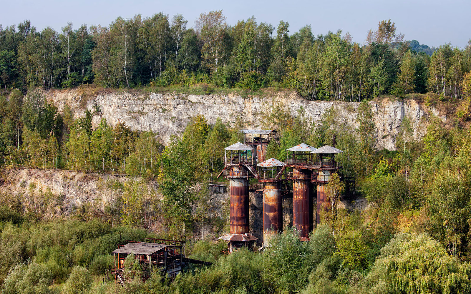 EWA6J3 Abandoned Liban Quarry with Jurassic limestone cliffs and old, rusty industrial buildings in Krakow, Poland.