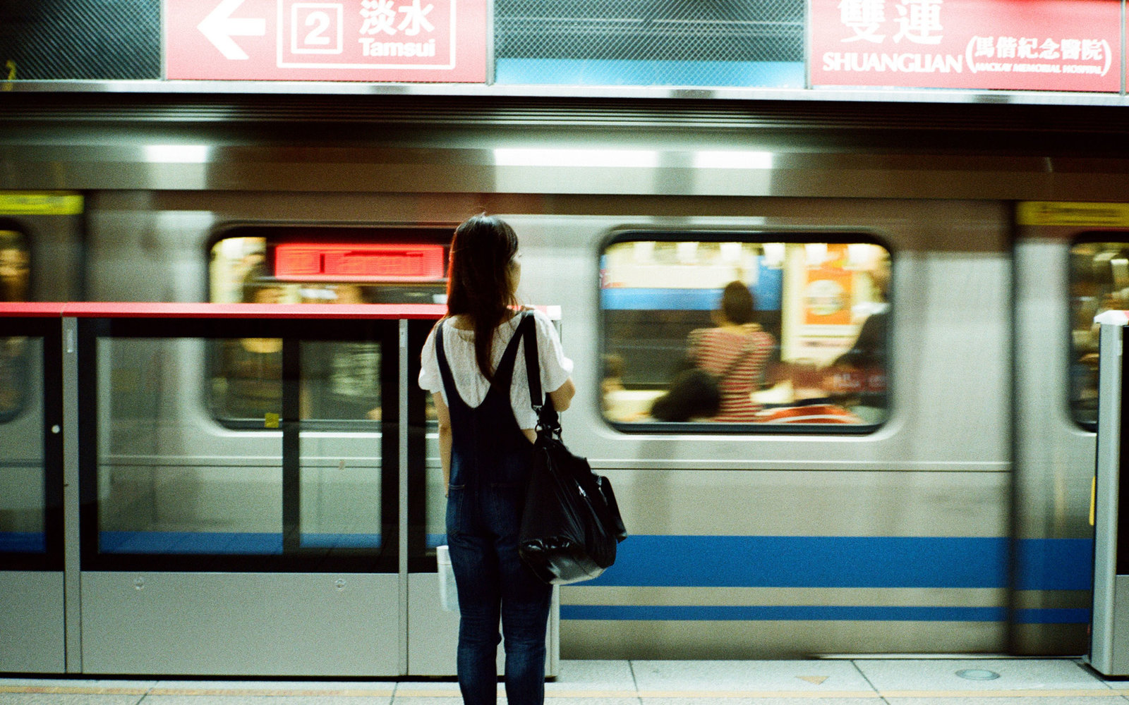 People waiting for the metro in Taipei