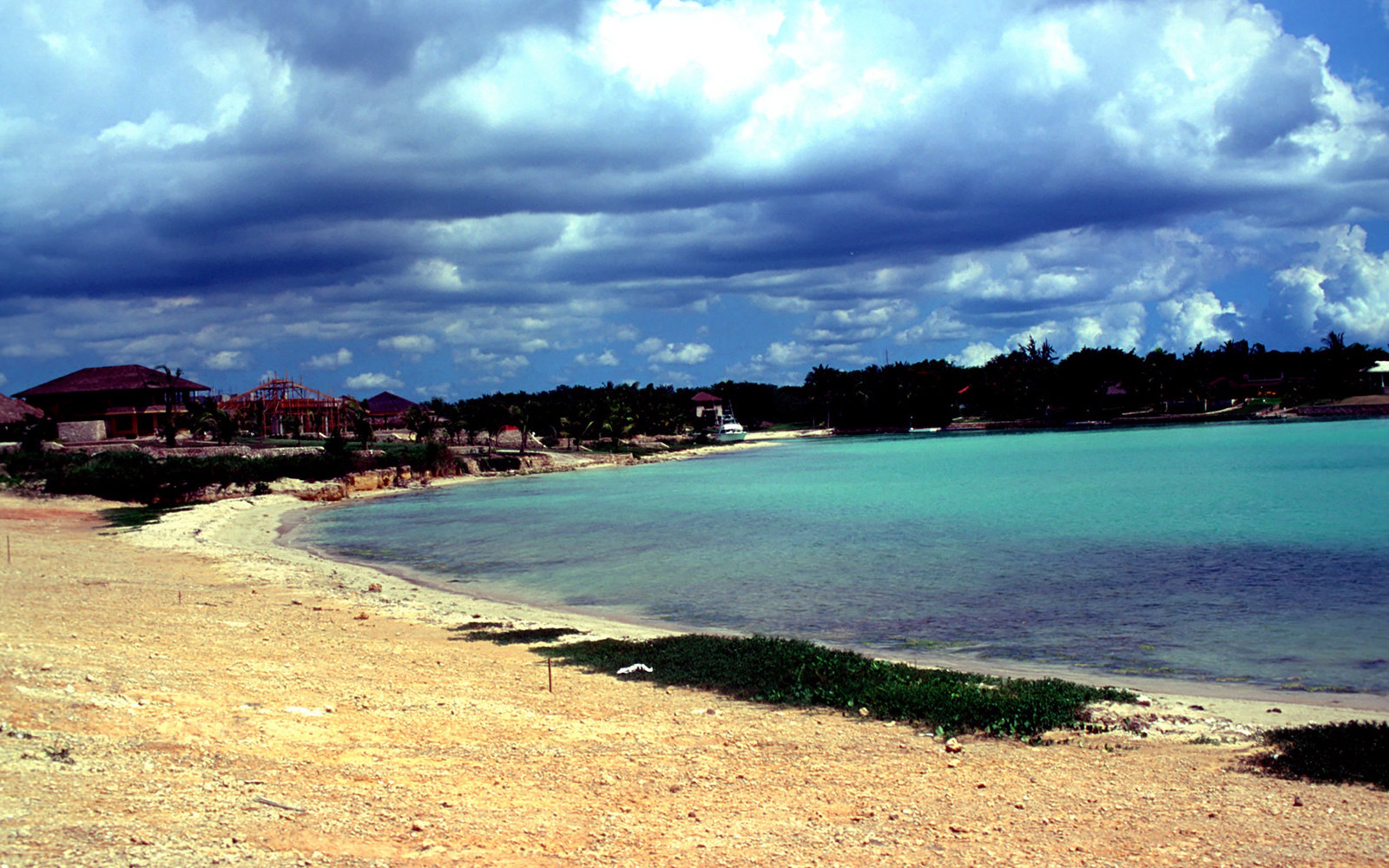 Strand an der Hotel-Anlage  Casa de Campo , La Romana, Dominikanische Republik , 19.05.1996, Meer, Karibik, Reise, (Photo by Peter Bischoff/Getty Images)
