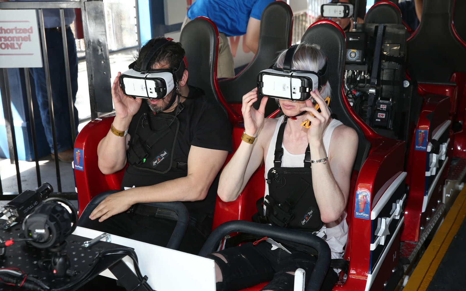 VR Roller Coaster Six Flags Magic Mountain