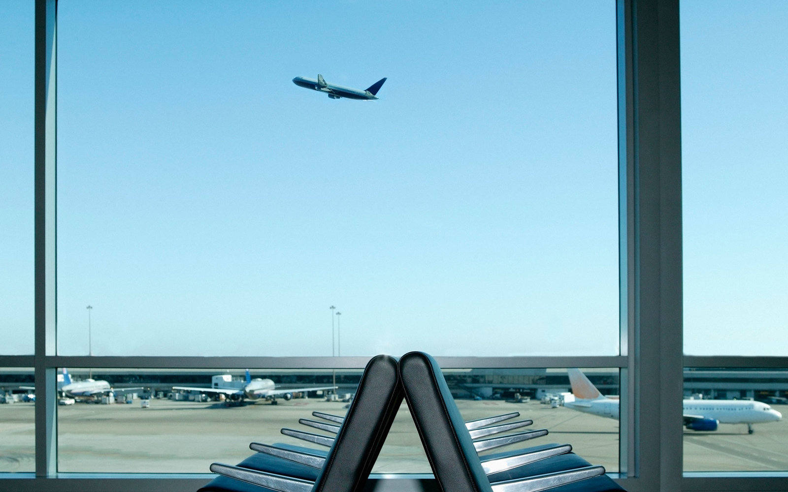 How correctly: at the airport or at the airport 48